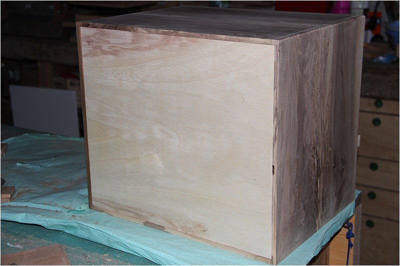 Petit meuble pour chevettes fait en bois de r cup ou for Caler un meuble