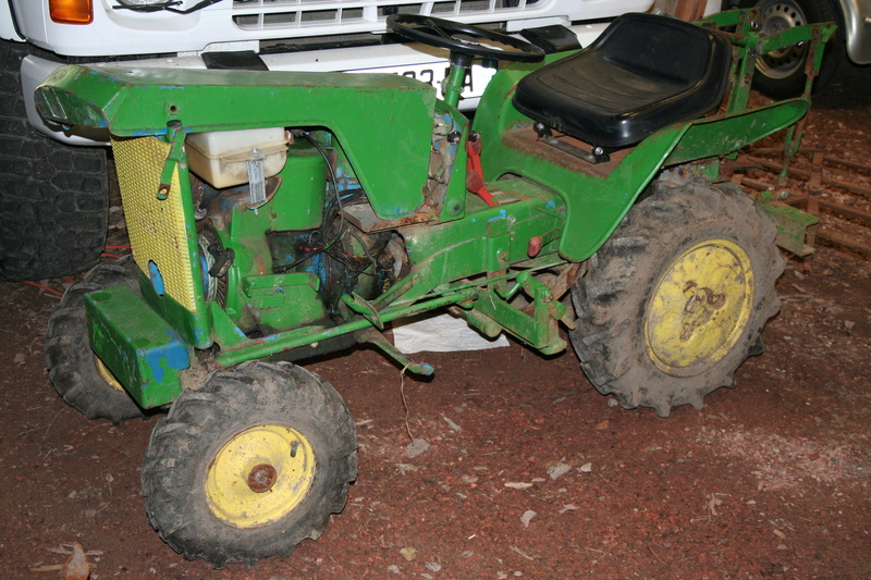 un micro tracteur motostandard 1030 qui a besoin de soins. Black Bedroom Furniture Sets. Home Design Ideas