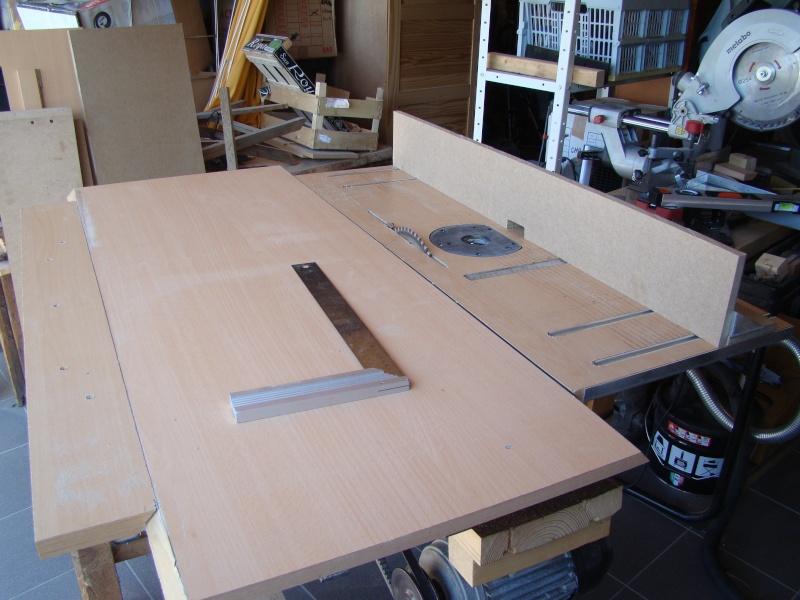 Table de scie avec axe et defonceuse - Scie sur table fabrication maison ...