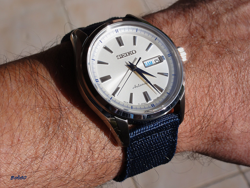 choix d 39 une montre avec cadran blanc et aiguilles bleues page 4. Black Bedroom Furniture Sets. Home Design Ideas