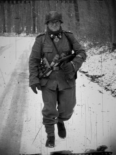 http://i35.servimg.com/u/f35/19/33/23/03/soldat10.jpg